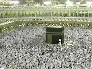 نصف مليون مصلٍ يؤدون صلاة العشاء والتراويح بالمسجد الحرام